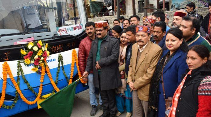 परिवहन मंत्री ने मनाली व कुल्लू में किया इलेक्ट्रिक बस का शुभारंभ