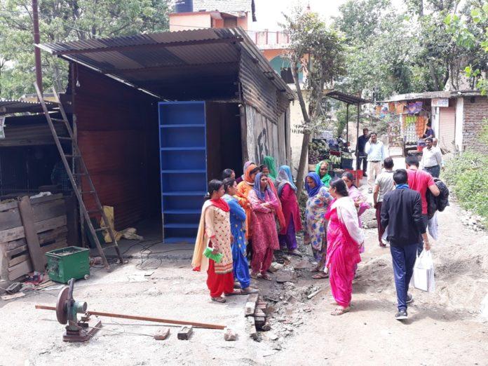 बीबीएमबी की जमीन पर अवैध निर्माण रुकवाने पहुंचे अधिकारी Panchayat Times