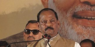 मुख्यमंत्री रघुवर दास ने मोराबादी में फहराया तिरंगा-Panchayat Times