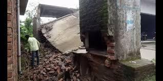 सिरमौर में भारी बारिश के कारण तीन मंजिला मकान गिरा, कई लोग हुए घायल -Panchayat Times